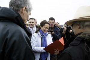Remise du dossier du Collectif à Mme la Ministre de l'environnement